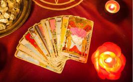 Divinatory tarot decks
