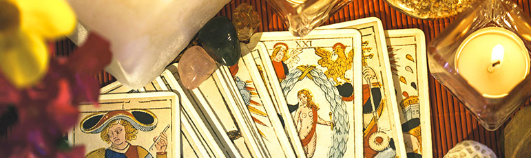 what is a tarot reader